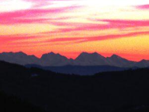 Licht über den Alpen bei Sonnenuntergang