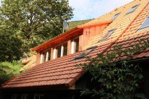 neue-Schleppgaube-mit-größeren-Fenstern-Gästehaus-Birkenhofr den Saal