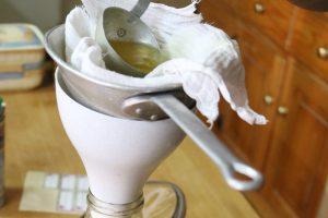 Willow-Essenz wird mehrfach abfiltriert